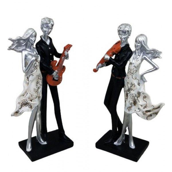 Gitar Çalan Müzisyen Dansçı  ve Kadın Büyük Boy